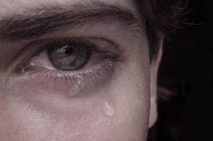 صورة رجل يبكي , حزن ودموع رجل
