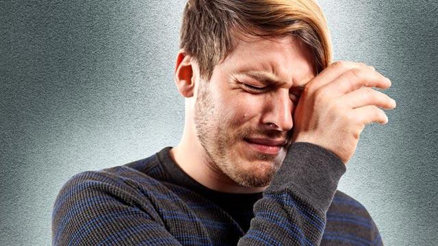 بالصور رجل يبكي , حزن ودموع رجل 5726 2
