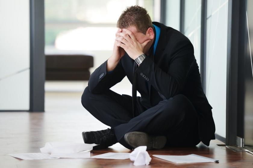بالصور رجل يبكي , حزن ودموع رجل 5726 6