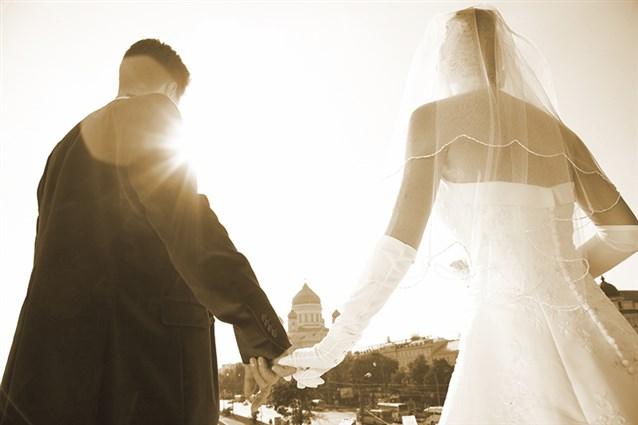 بالصور حلمت اني تزوجت وانا عزباء , تفسير حلم المراة المتروجة وهي عزباء 2725 2