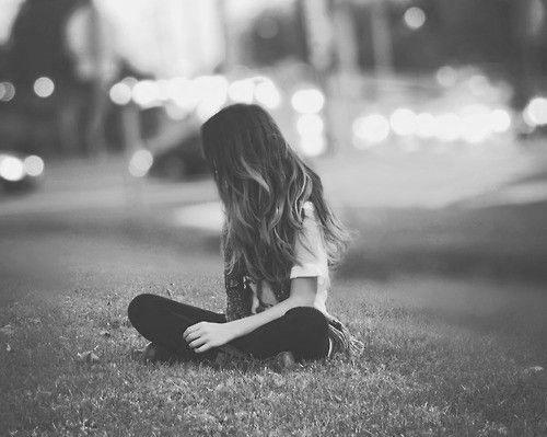 صور فتاة حزينة خلفيات بنات حزينة مساء الورد