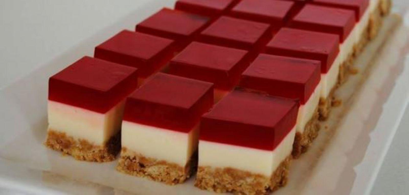 صورة طريقة عمل حلى سهل بالبسكويت , ابسط طريقة بالمنزل لعمل حلويات بالبسكوت