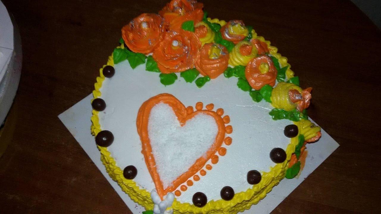 صورة طرق تزيين الكيك بسيطة , تزيين الكعك بصوص الشوكولاة والفواكه 11830 7