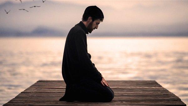 صورة هل يجوز الصلاة بالحذاء , حكم اداء الصلاه بالجزم
