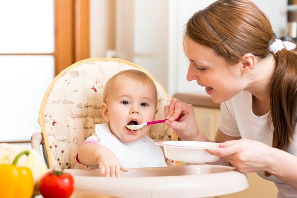 صورة متى ياكل الرضيع , موعد تغذية الطفل الصغير 3422 2