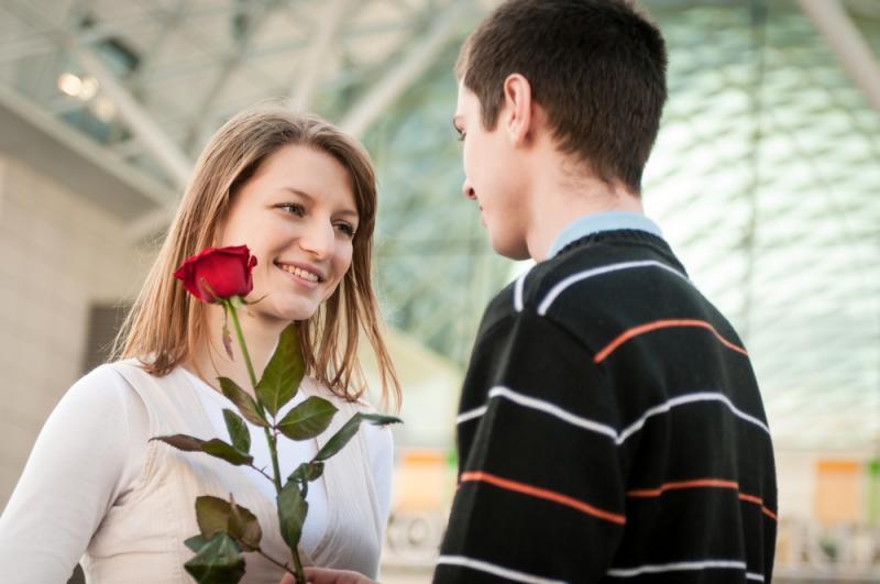 صورة كيف تعرف ان البنت تحبك , علامات تدل على حب الفتاه لك