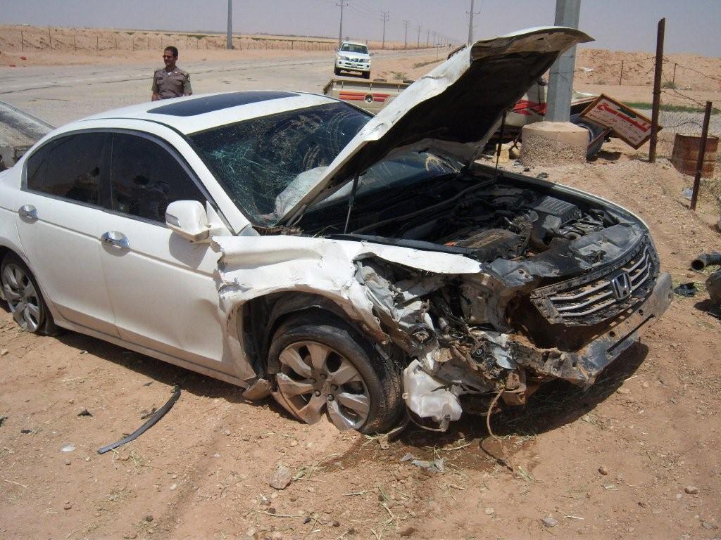 صورة سيارات مصدومه , سيارات للبيع بارخص الاسعار